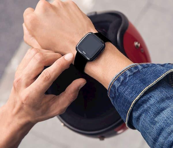 Vì sao nên mua vòng đeo tay Fitbit Versa Lite?