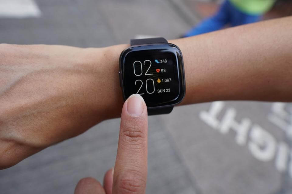 Đánh giá Fitbit Versa 2 và Garmin Vivoactive 4 4