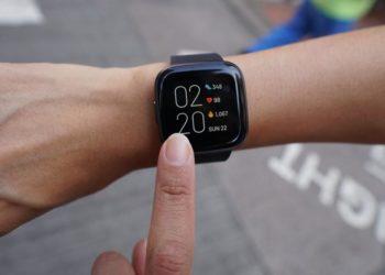 Review đồng hồ thông minh Fitbit Versa 2 2